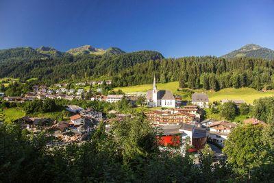kitzbueheler-alpen-pillerseetal-fieberbrunn-ortsansicht-sommer-1-rol.art-images-1