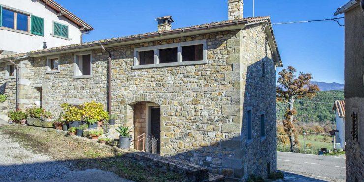 italian property with patio