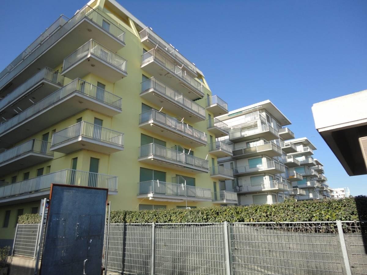 Condominio Fronte mare appartamento con spaziosa terrazza abitabile DE  Immobiliare Mazzini