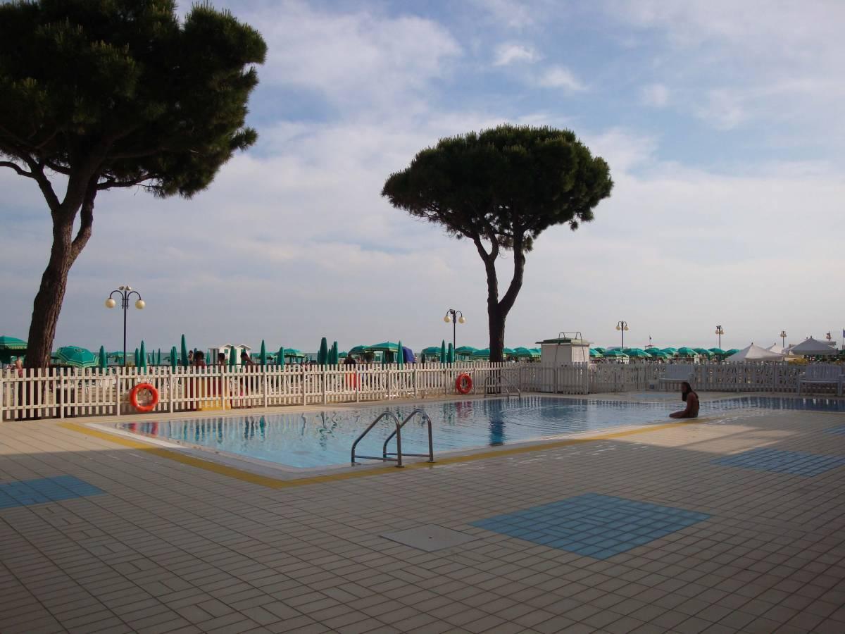 Jesolo Lido Fronte mare piscina piazza Torino EN  Immobiliare Mazzini Jesolo lido VE