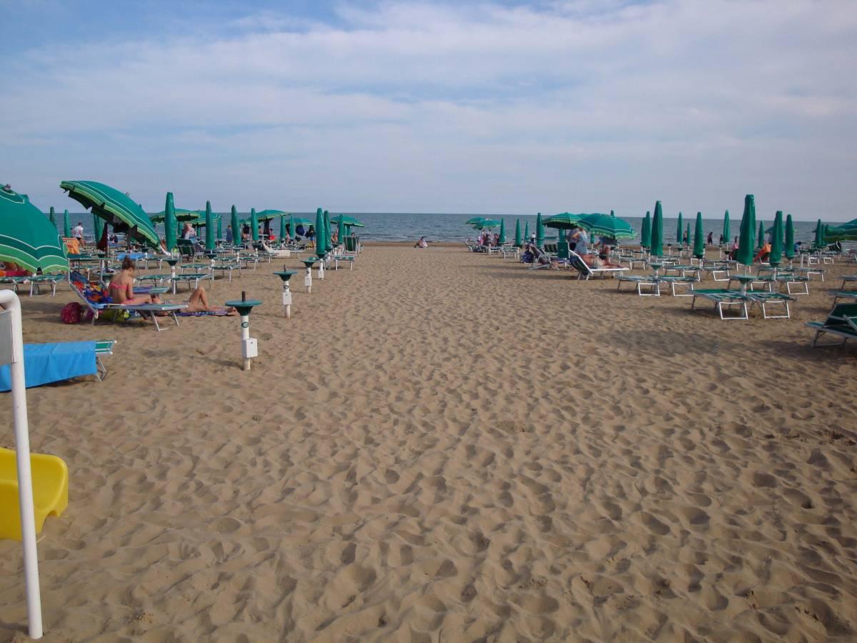Jesolo Lido Fronte mare piscina piazza Torino  Immobiliare Mazzini Jesolo lido VE