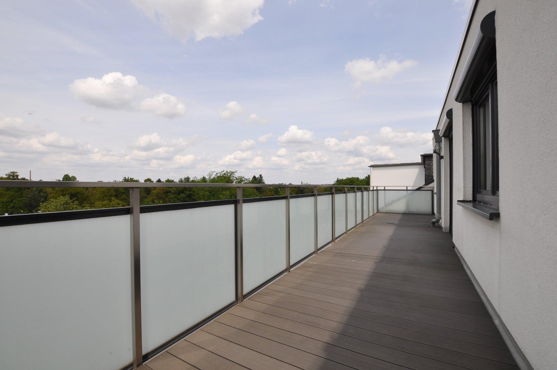 Kernsanierte sonnige 2Zimmer Wohnung mit 2 Dachterrassen