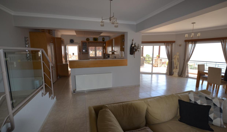 Vue panoramique sur la Méditerranée villa 4 chambres 220m2 licence EOT11