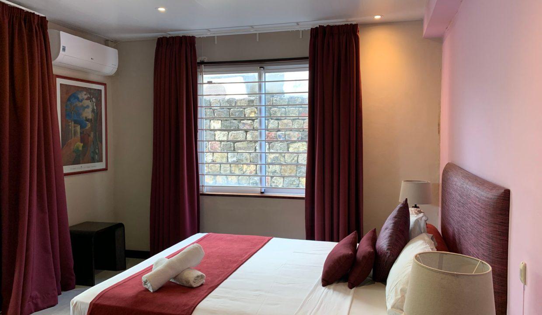 Appartement de 3 chambres pied dans l'eau à vendre Trou d'Eau Douce65