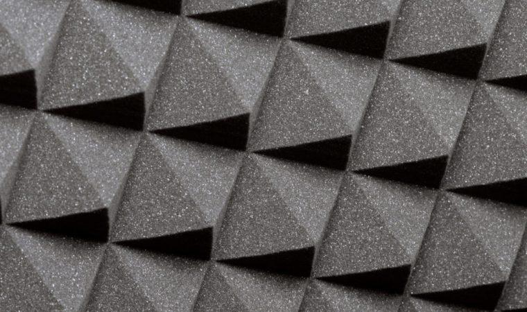 Le panneau acoustique, très efficace pour réduire la résonance sonore