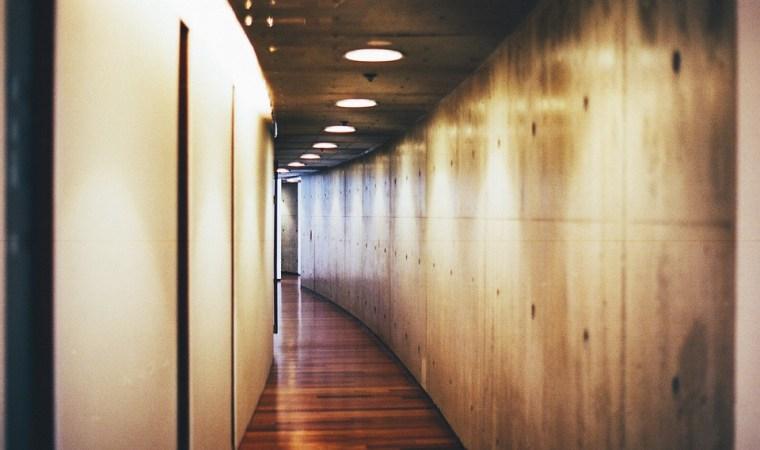 Comment gérer l'entretien des aires communes en copropriété ?