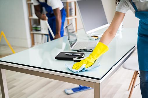 Comment procéder au nettoyage des bureaux?