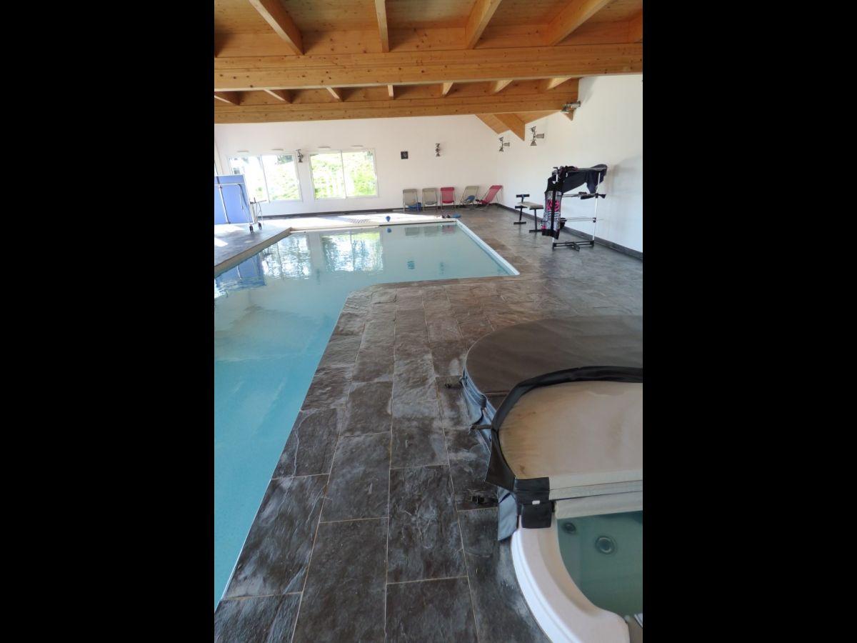 Villa contemporaine  Mayenne 53 Maison de grand standing avec piscine intrieure Appartement