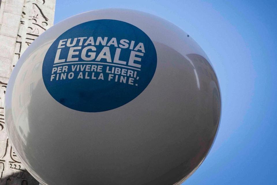 testamento biologico, palloncino della campagna Eutanasia Legale.