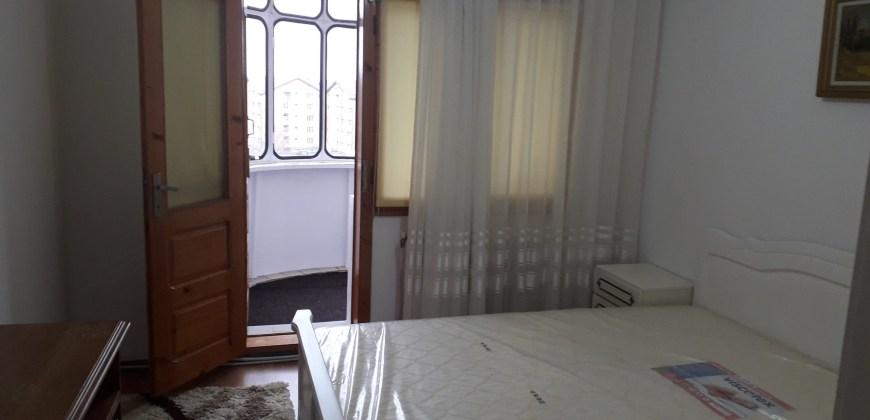 Apartament cu 3 Camere in Zona Obcini-Nistru