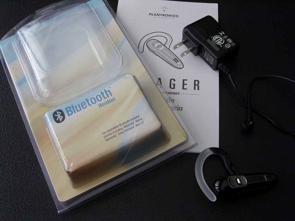 hight resolution of the voyager 520 isn t the most stunning bluetooth headset you ve ever seen there are headsets that are smaller sleeker and use better colors