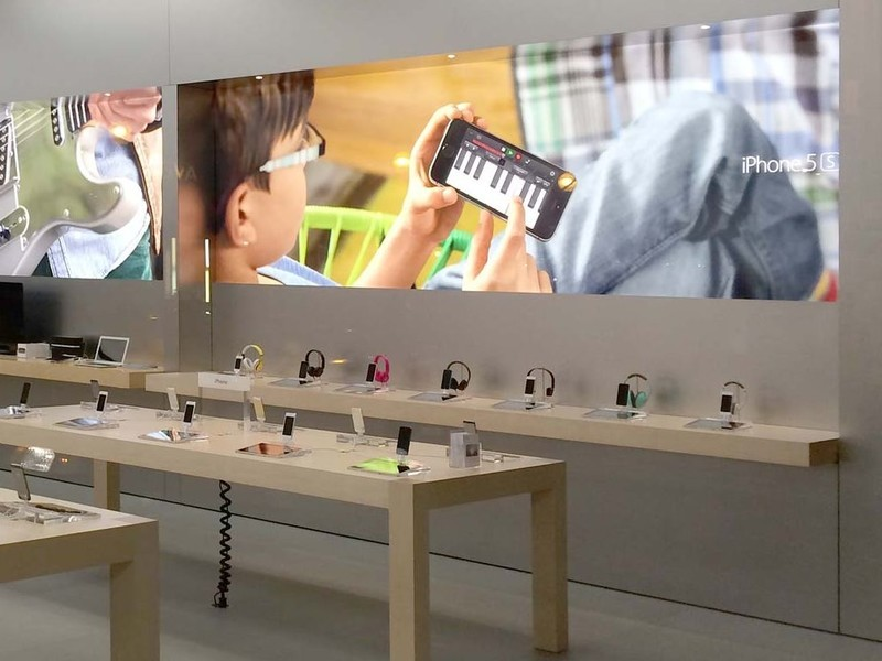 Apple Stores Changing Graphics To Show People Using