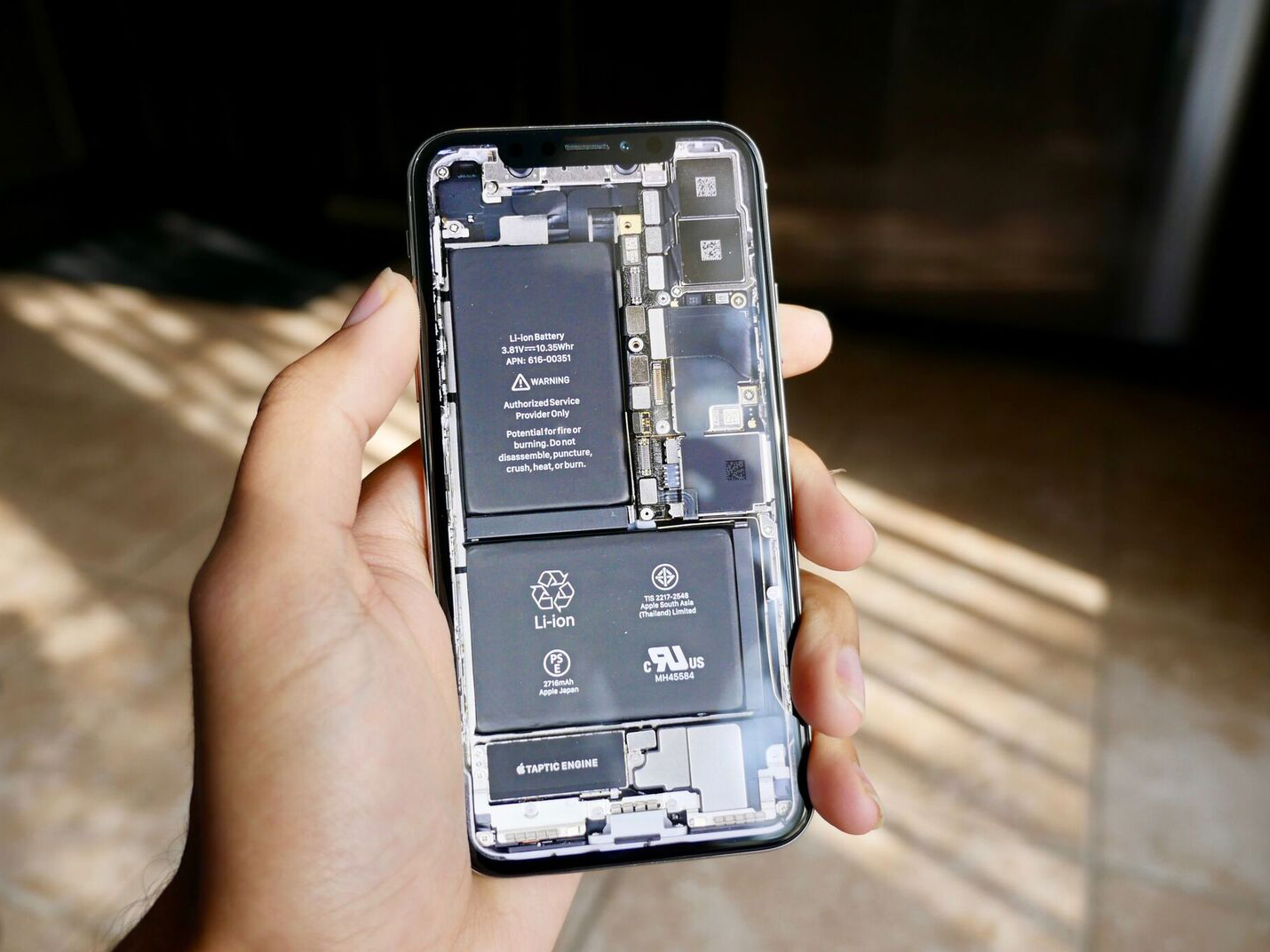 Ifixit Iphone Se Wallpaper These Iphone X Wallpapers Put The Inside Of Your Phone On