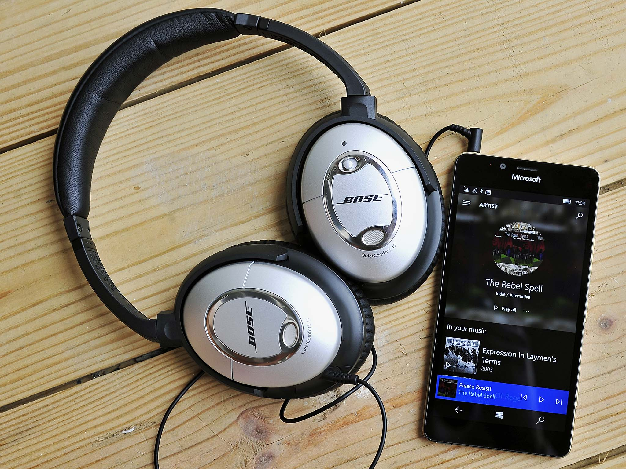 small resolution of the difference in sound quality between bluetooth headphones and wired headphones has lessened over time however some diehard audiophiles still believe a