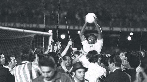 Há 40 anos, Pelé fazia história com um pênalti: o milésimo gol
