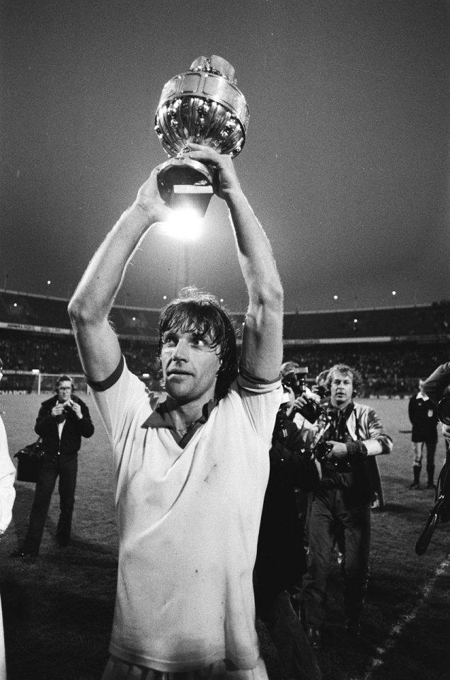 may 29 1979 ajax - fc twente_ruud krol with a cup