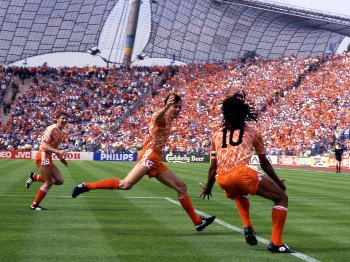 ap-02122011-eurocopa-gal-10-1988-holanda-Van Basten-União Soviética-golaço-Carlo Fumagalli