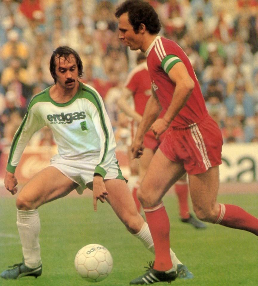 Stielike e Beckenbauer na temporada 1976-1977.