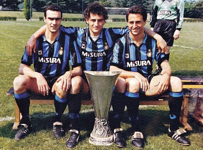 Bergomi, Mardorlini e Ferri: trio de ouro da zaga nerazzurri.