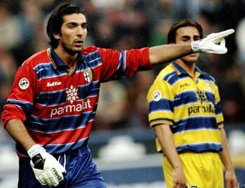 Buffon e Cannavaro (ao fundo): novos nomes para brilhar.