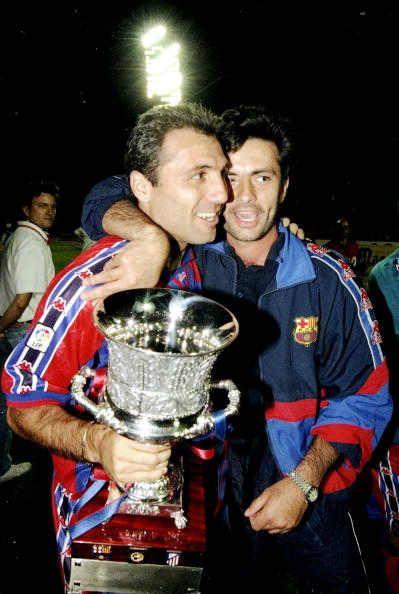 Stoichkov comemorando uma taça com (quem diria...) José Mourinho!