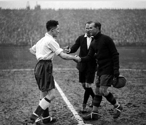 Zamora (à direita) antes do fatídico jogo contra a Inglaterra, em 1931.