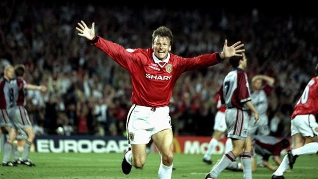 Sheringham celebra o primeiro gol do United.