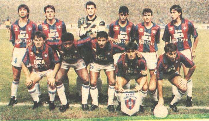 Gamarra (segundo em pé da esq. para a dir.) no Cerro Porteño de 1992. Arce (quarto em pé da esq. para a dir.) também era um dos destaques daquele time.