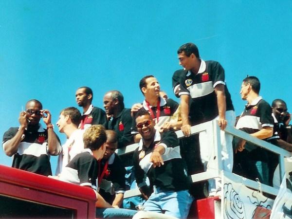Na volta ao Rio, o Vasco foi recebido com muita festa e desfilou em carro aberto pela cidade.