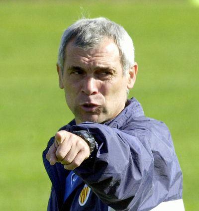 Héctor Cúper, técnico do Valencia entre 1999 e 2001.