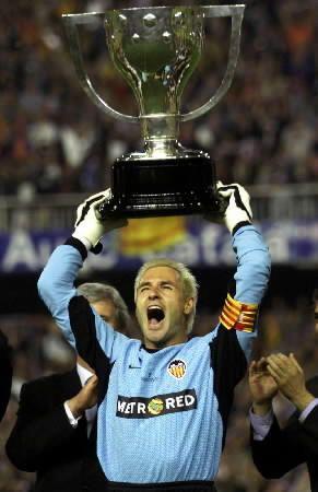 Cañizares ergue a Liga: fim do jejum e início de novos tempos no Mestalla.