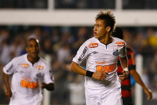 Neymar comemora sua obra prima na Vila.