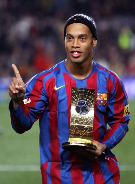 O melhor do mundo em 2004 e 2005 foi um só: Ronaldinho.
