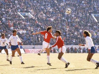 Contra o Nacional, o PSV não conseguiu repetir a fórmula vencedora e caiu nos pênaltis.