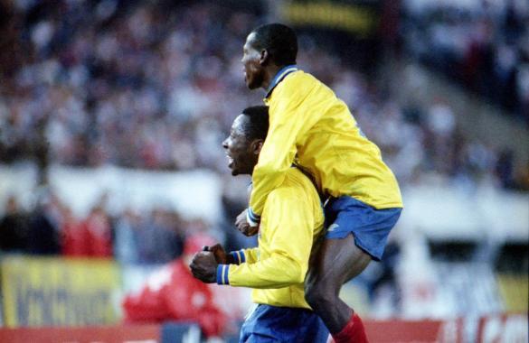 Rincón e Asprilla: dupla jogou o fino da bola naquela noite inesquecível.