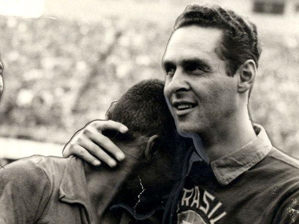 Gylmar consola Pelé: dupla foi fundamental para o primeiro título mundial do Brasil.