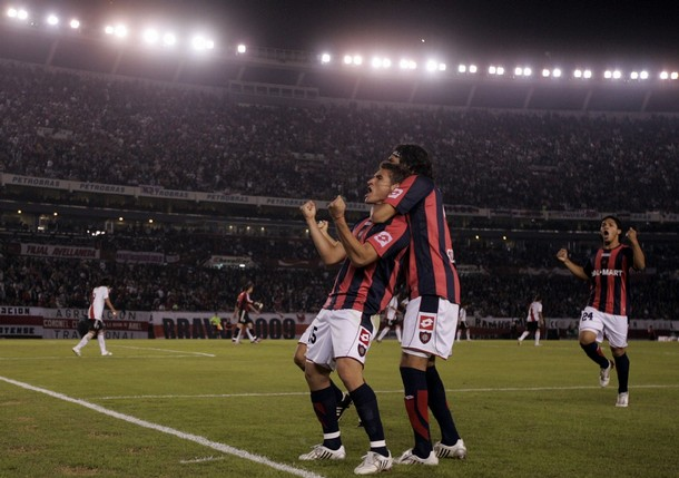 San Lorenzo de Almagro's Bergessio celebrates after scoring his team's first goal against river Plate during their Copa Libertadores soccer match in Buenos Aires