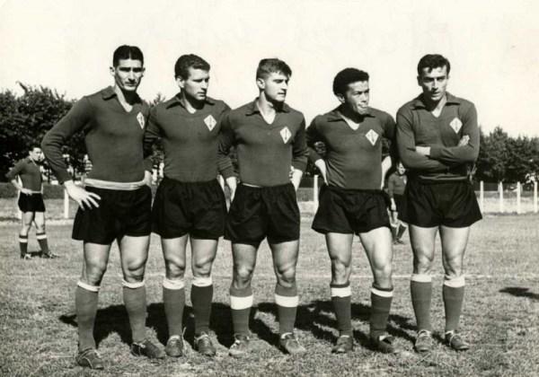 O ataque da Fiorentina campeã da Itália em 1955-1956: Julinho, Gratton, Virgili, Montuori e Prini.