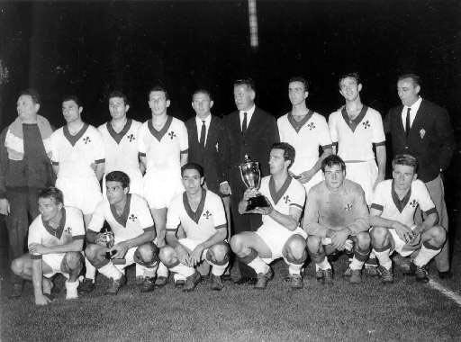 Fiorentina_con_la_Coppa_delle_Coppe_1960-61
