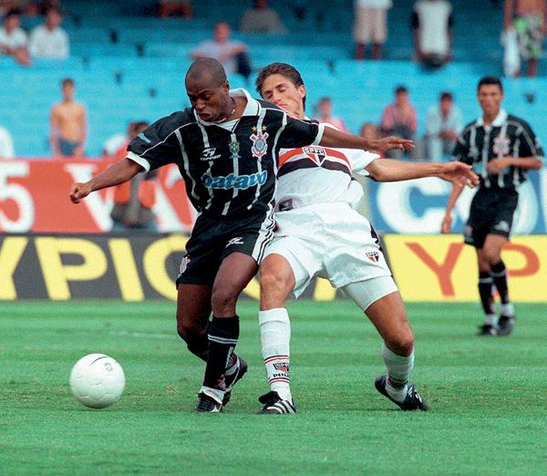 Edílson e Edmílson: dois craques que seriam campeões mundiais com a Seleção Brasileira na Copa de 2002.
