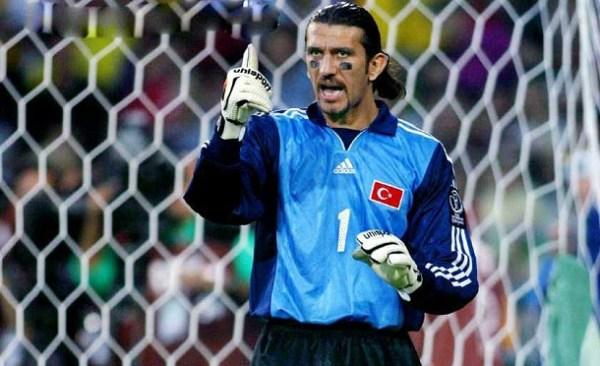 """O """"guerreiro"""" Rüstü Recber, maior nome da Turquia na Copa e um dos melhores goleiros do mundo em 2002."""