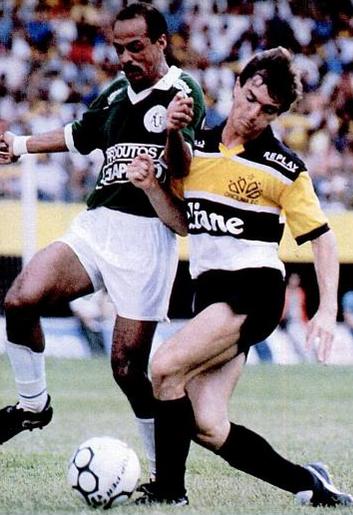Jairo Lenzi (à dir.): letal pela esquerda do ataque do Tigre.