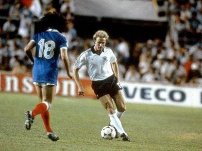 Rummenigge (à dir.): o craque inspirador do empate alemão.