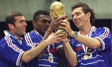 Zidane, Desailly e Blanc: os talentos que conquistaram o mundo em 1998.