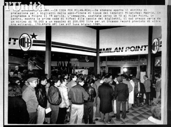O público chega ao San Siro: a noite seria de recital em Milão.