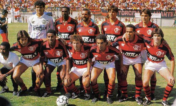 O Flamengo da despedida de Zico, em 1989 - Em pé: Zé Carlos, Josimar, Júnior, Rogério e Leonardo. Agachados: Renato Gaúcho, Bujica, Zico, Zinho, Aílton e Luis Carlos.