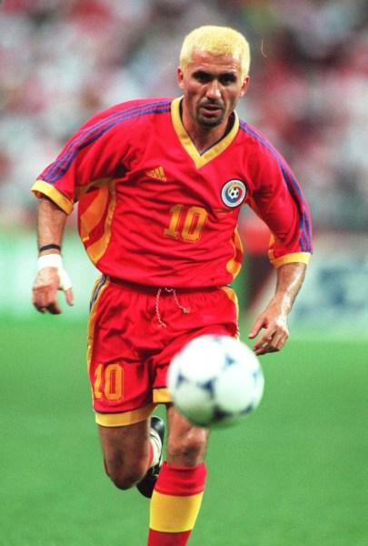 De cabelo amarelo, Hagi não conseguiu bater a Croácia nas oitavas de final da Copa.