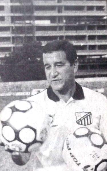 Com a saída de Luxa, Parreira assumiu o comando técnico do Bragantino.