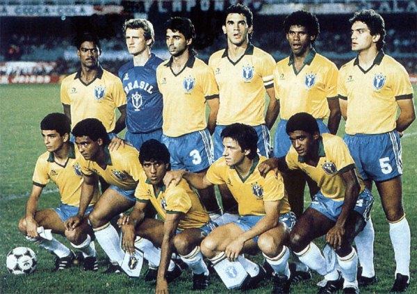 O Brasil campeão da Copa América de 1989 - Em pé: Mazinho, Taffarel, Mauro Galvão, Ricardo Gomes, Aldair e Branco. Agachados: Bebeto, Romário, Silas, Dunga e Valdo.