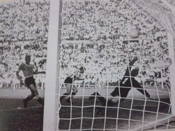 Marcando um de seus três gols na goleada de 6 a 1 sobre o Uruguai.